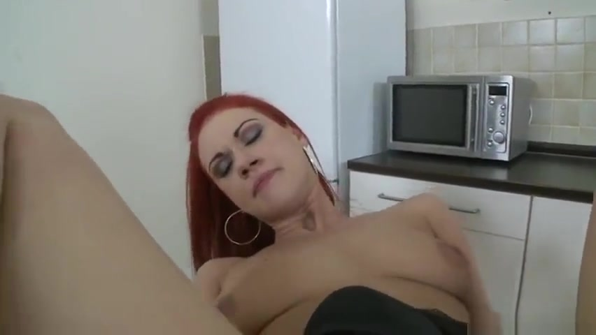 Porn Pics & Movies British milf trying her new toy