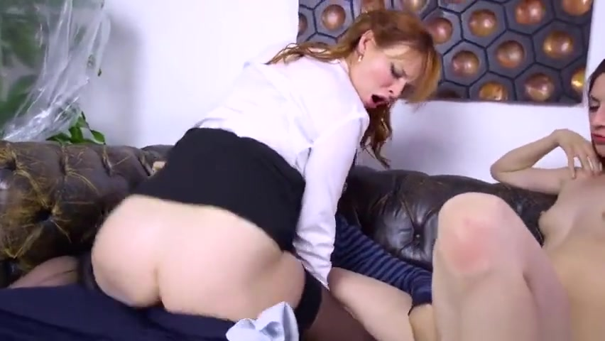 Lucky hottie gets to suck a studs penis Adult archive