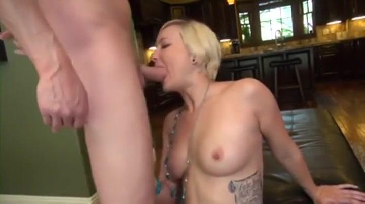 Naked women licking women Good Video 18+