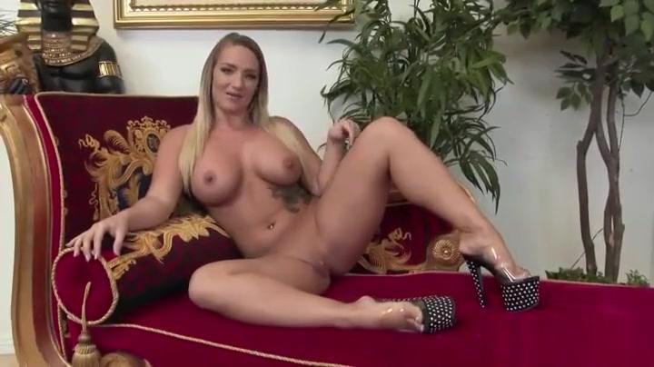 Nude 18+ Nude sexy hippie gf