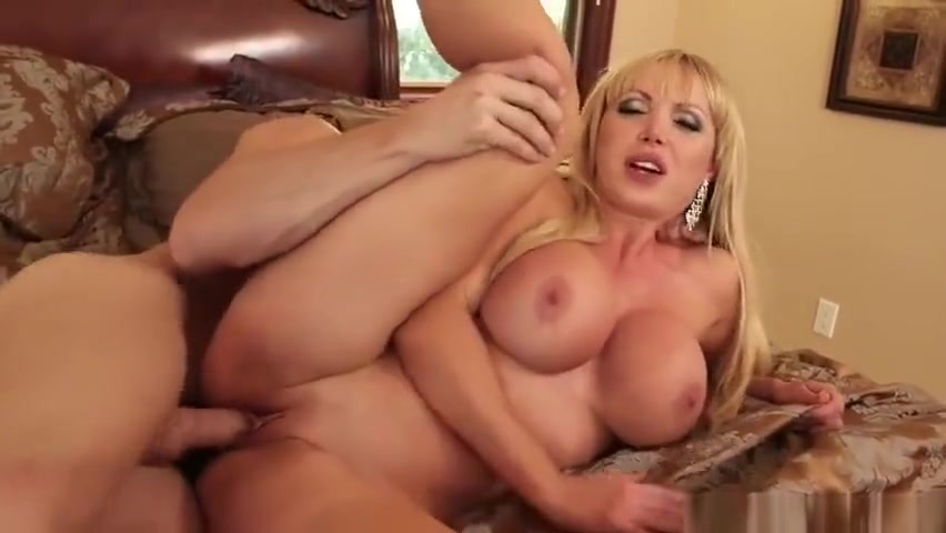 Gorgeous towheaded Nikki Benz is asking for a facial cumshot