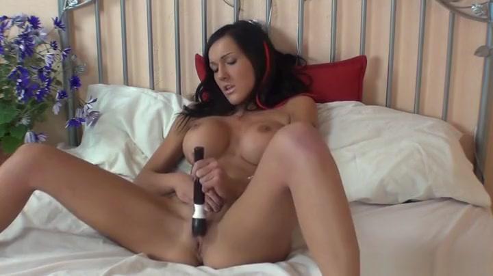 Hot buxomy ebony young gal haning an incredible masturbation que le gusta el sex