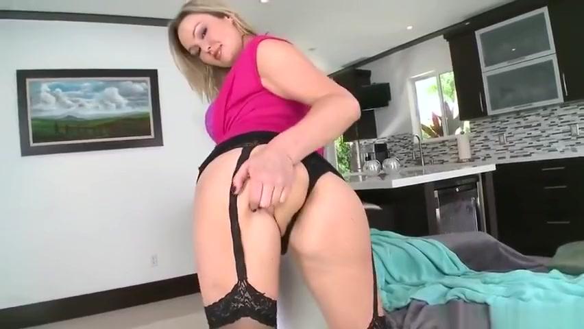 Quality porn Sexy mature milf shows and fucks