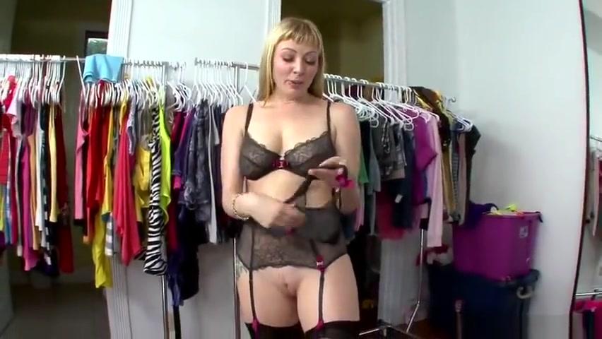 Naked Porn tube Sucking Big Head Cock