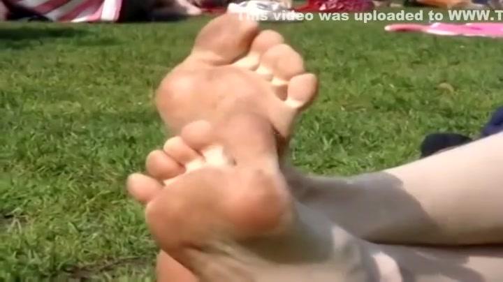 Naked FuckBook Selen suffers from tickling