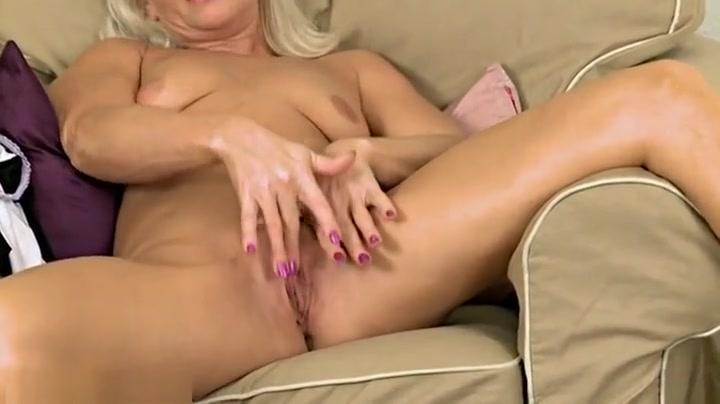 Girl using dildo squirting outside Good Video 18+