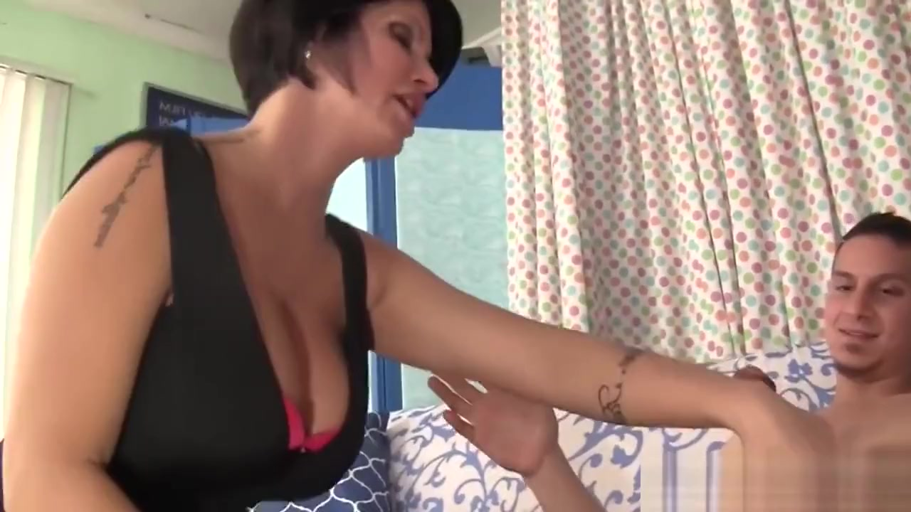 Gorgeous brunette shows small tits burningcamel Porn tube