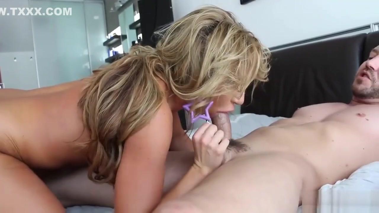 Freaky slut on their knees Naked Gallery