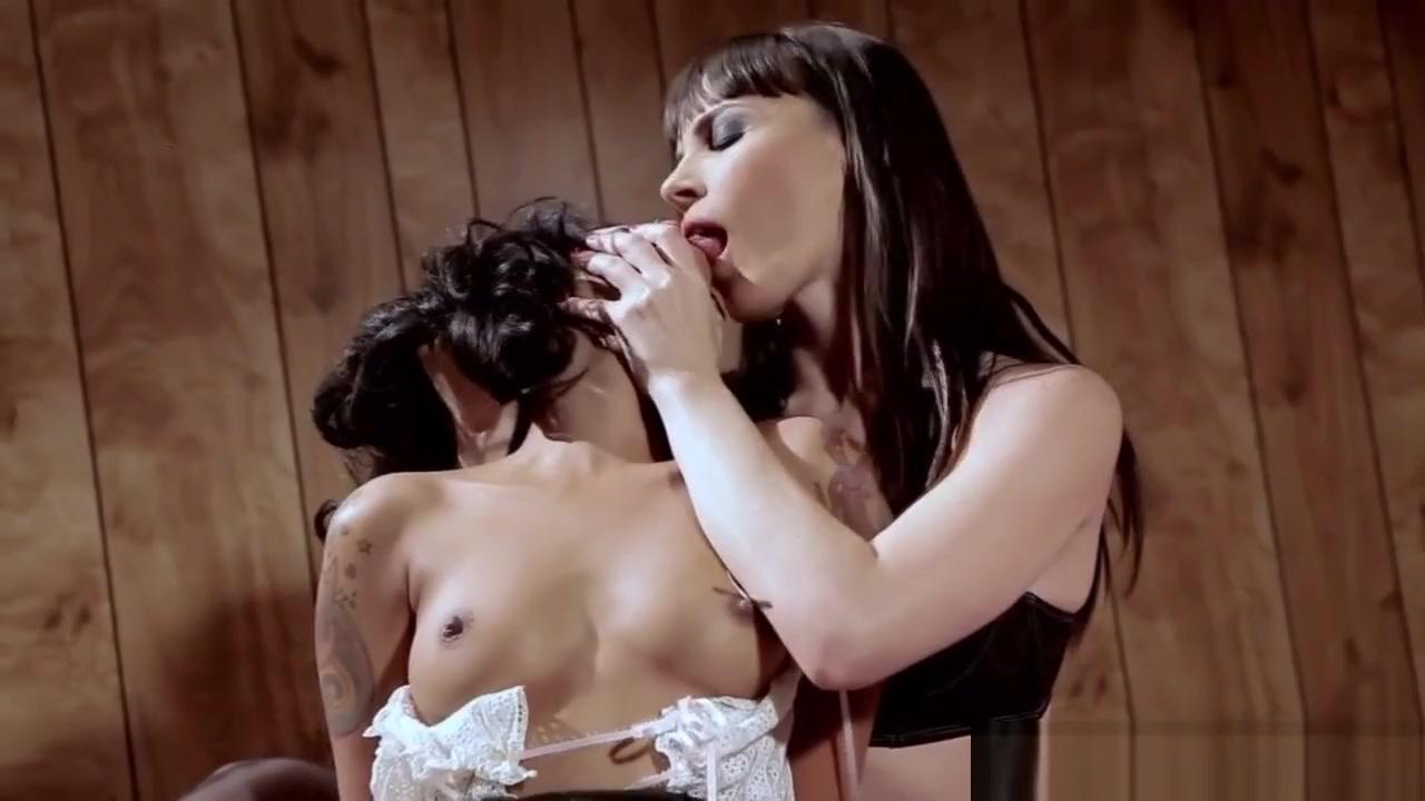 Masturbated sext Softcore lesben