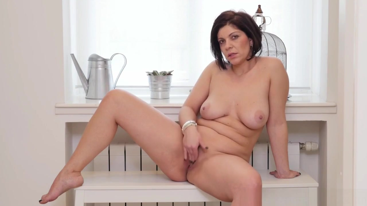Euro Milf Nicol Rubs Her Neatly Trimmed Pussy How to install parental controls on ipod touch