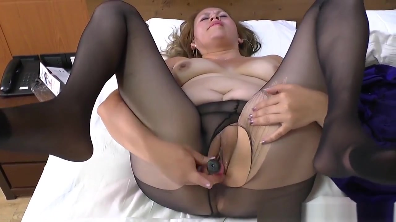 Latina Milf Cintia Gets Aroused In A New Pair Of Pantyhose
