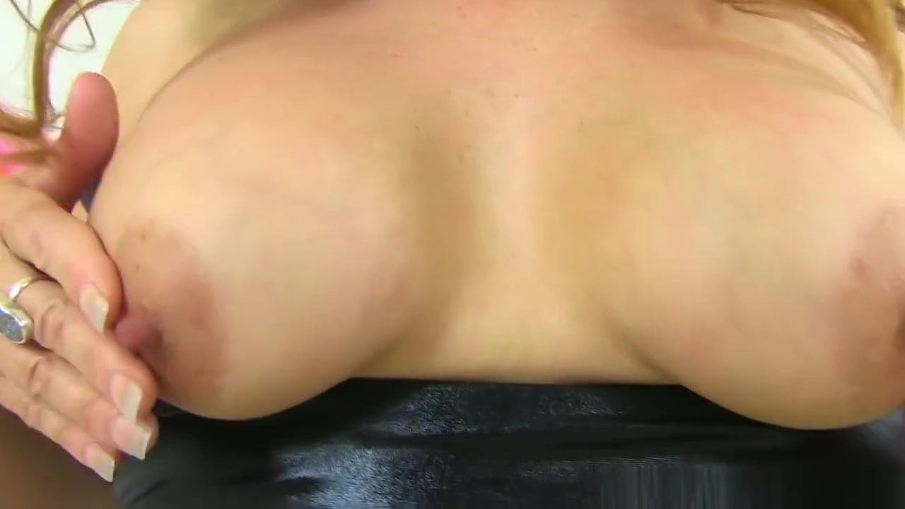 Naked Gallery Hairy pussy fucking machine