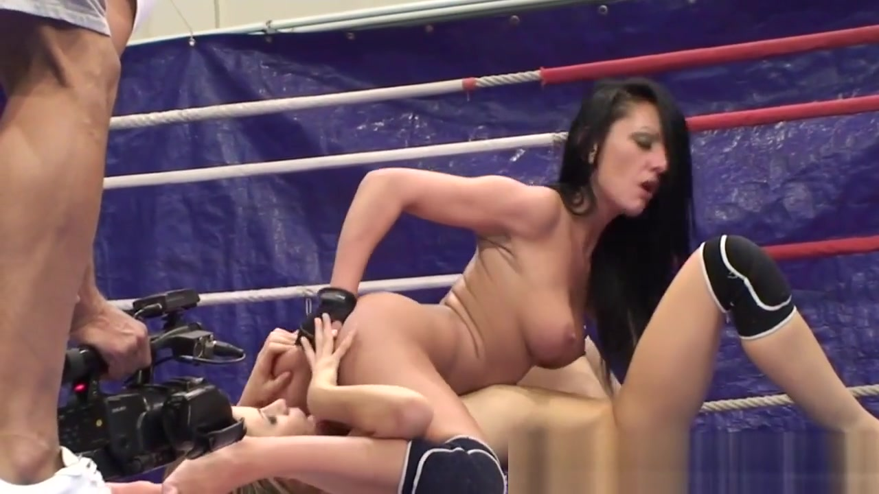 Busty Dyke Queens A Babe After Wrestling Homemade painful crying anal creampie