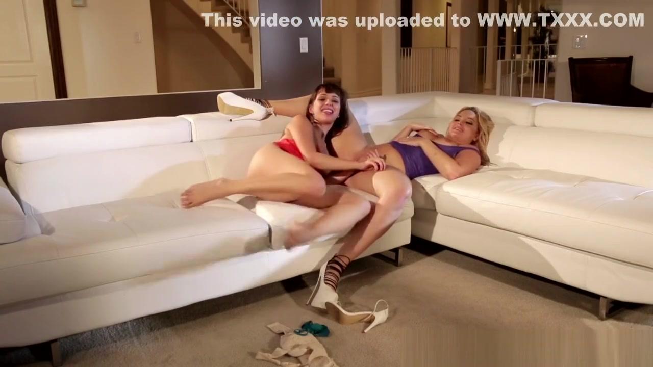 Orgasam Kissing lesbion fucks
