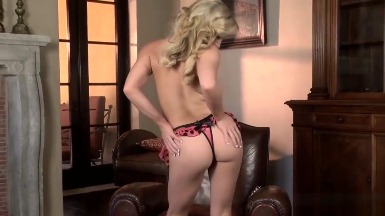 Sexy Photo Incredible Lesbo Use a Strapon