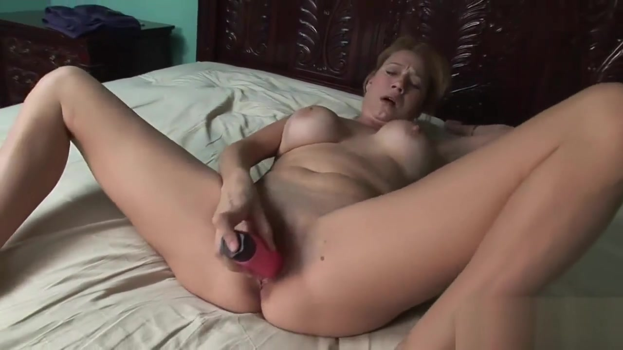 Raunchy Blonde Bitch Drills Her Juicy Snatch Amateur wife blowjob party