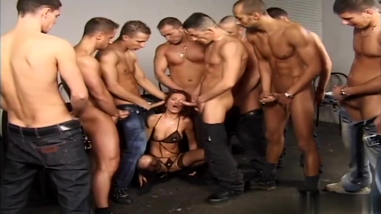 Group Gang Bang Of Beautiful Mature Freddie Chase and Nicki Welsh Lezzing