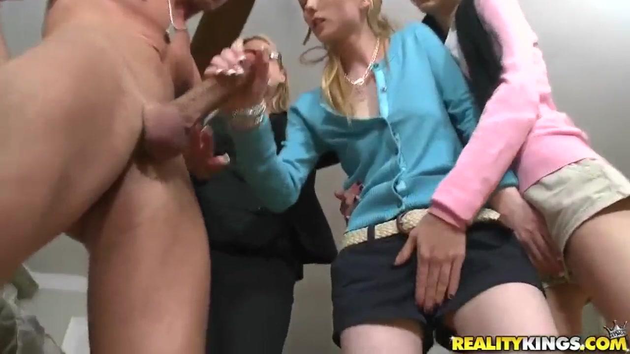 Homemade pussy lesbo Erotico licking