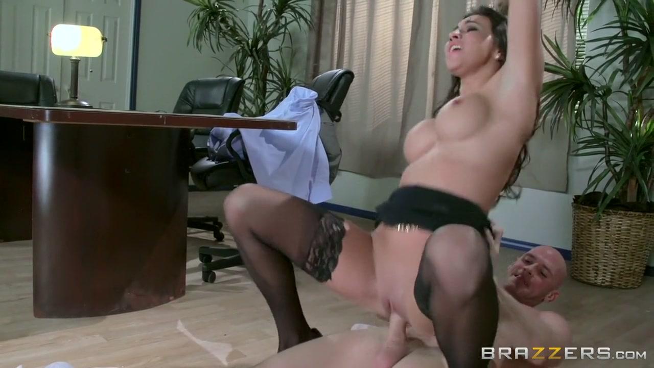 Porn clips Does elena and damon start hookup