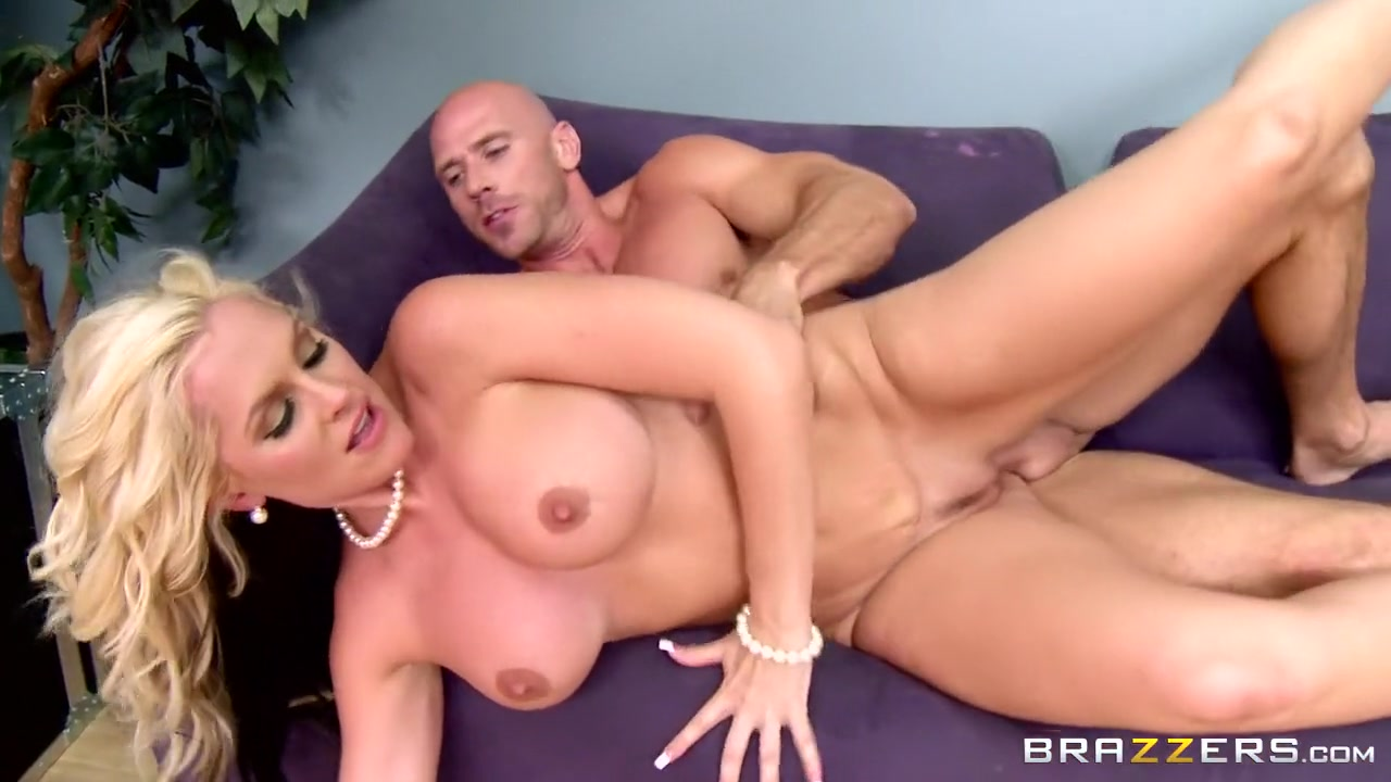 Hot xXx Video Milf fists and squirts