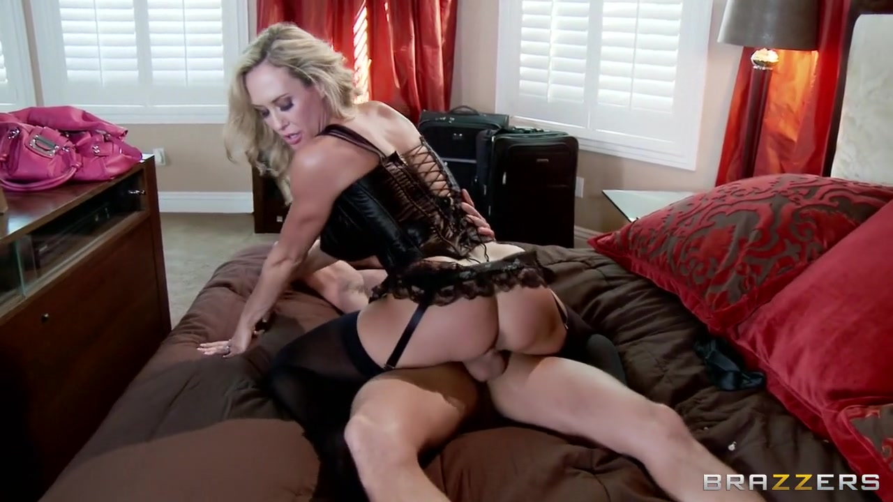 xXx Pics Milf squirted on the bed
