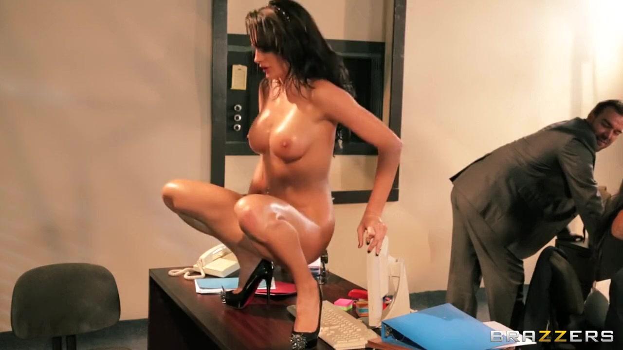 Hot xXx Pics Woman fucked by gorillas
