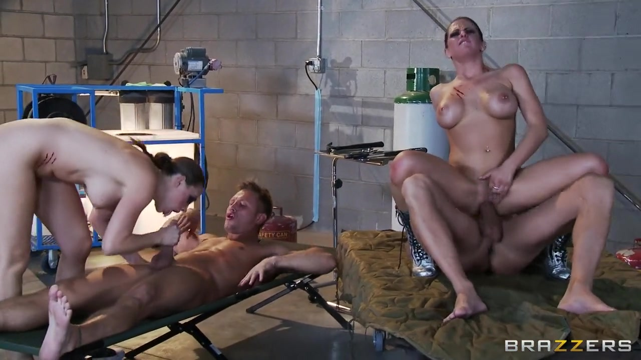 Massage sexy muscular woman