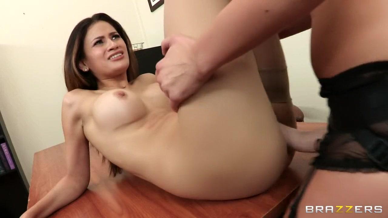 Horny Latina fucks lesbiab