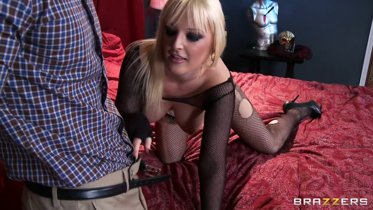 Big tittied bitch is licked and driled outside Sexy Photo
