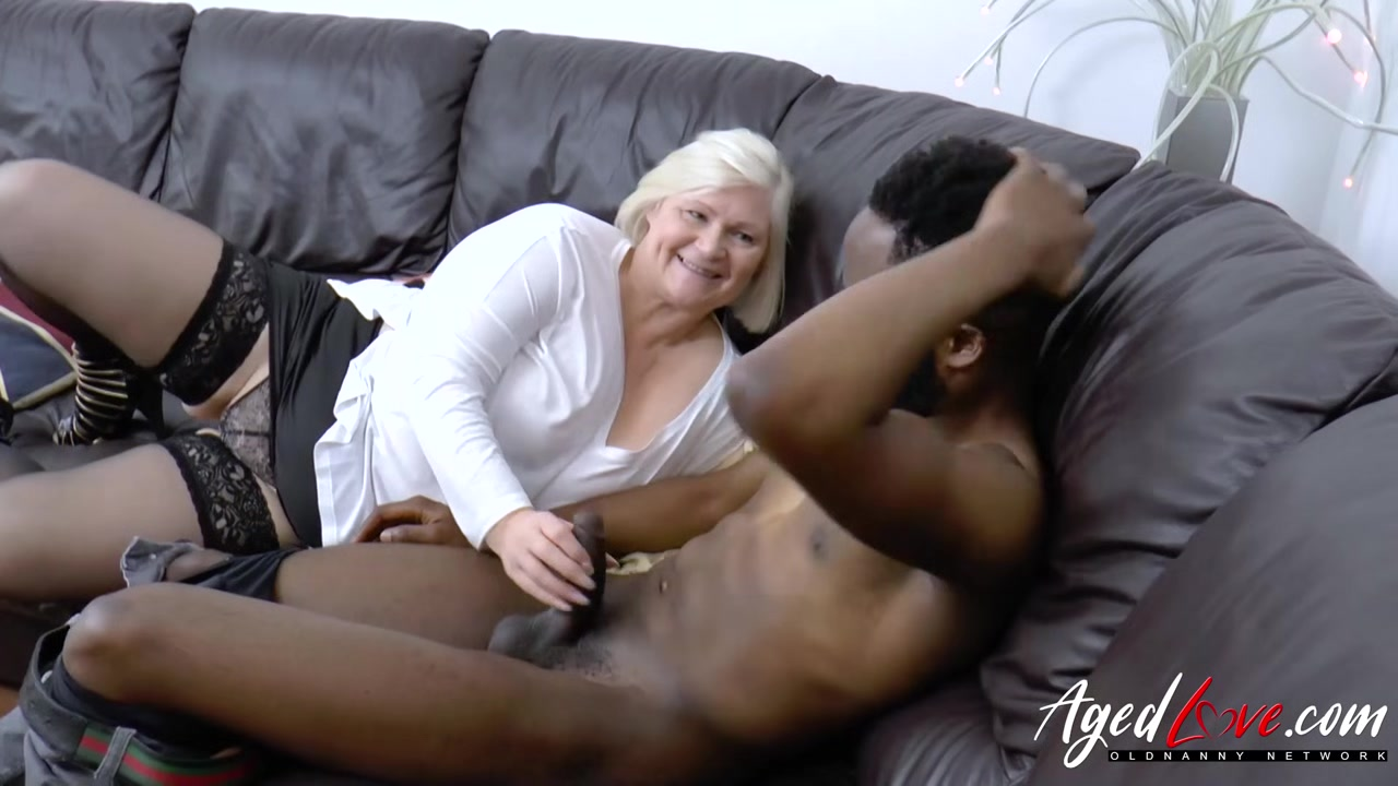 Porn archive Latin bottom bareback with cum swap