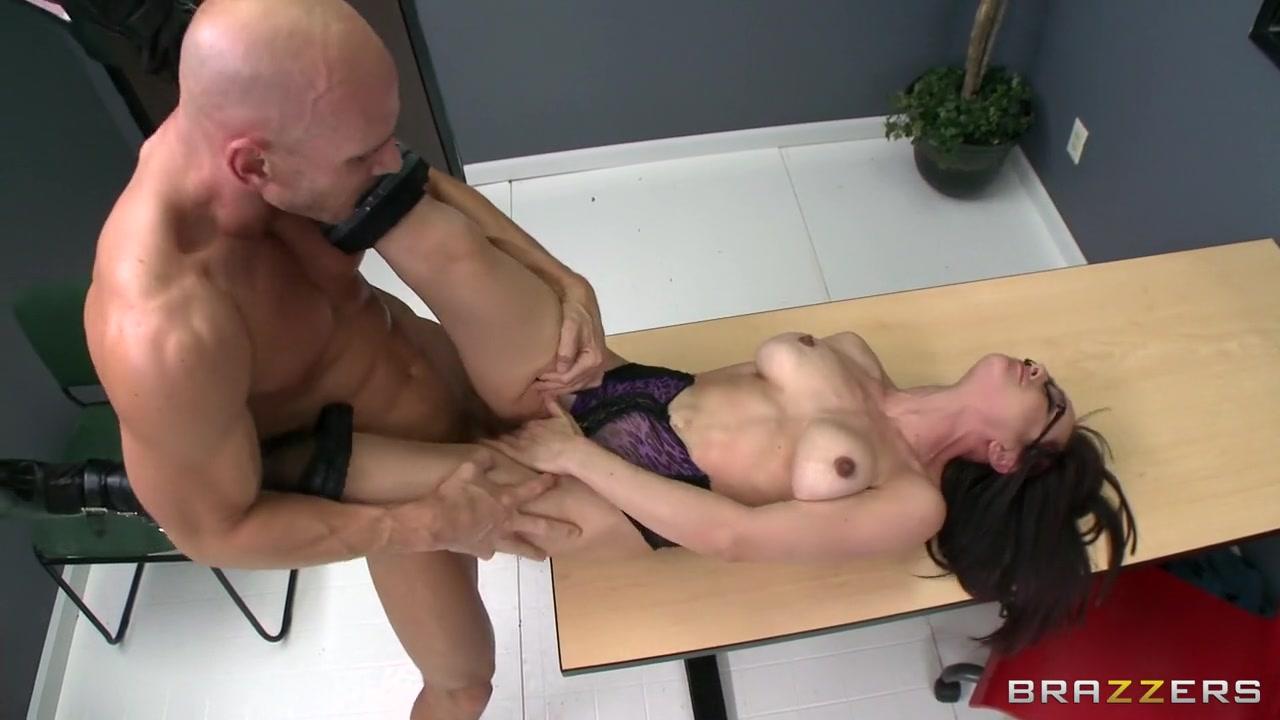 Pinky strapon fucks busty ebony lesbian xXx Videos