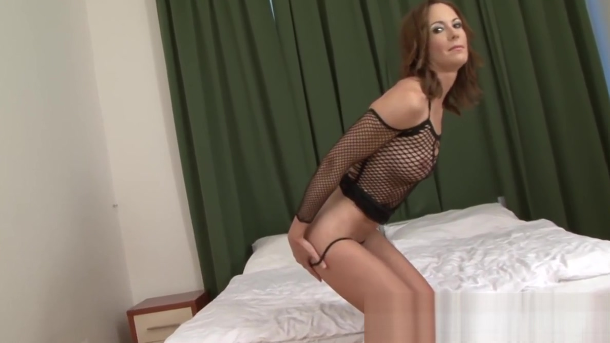 Brunette MILF masturbates before taking a BBC How to act when dating a guy