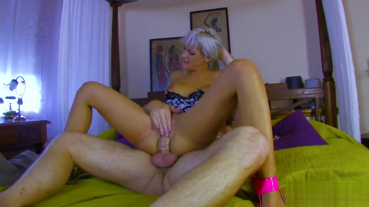 Blonde babe with big tits gets a pecker