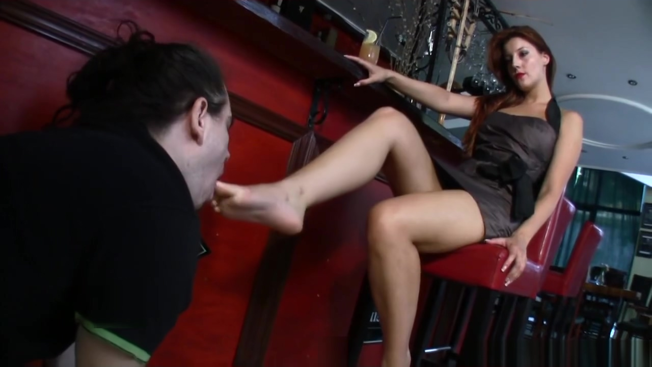 Goddess Victoria makes a slave suck her toes at the bar How to suck someone