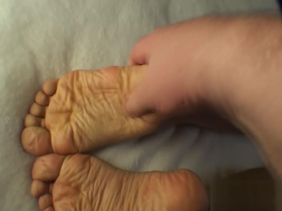 wrinkled soles Lesbian group pissing