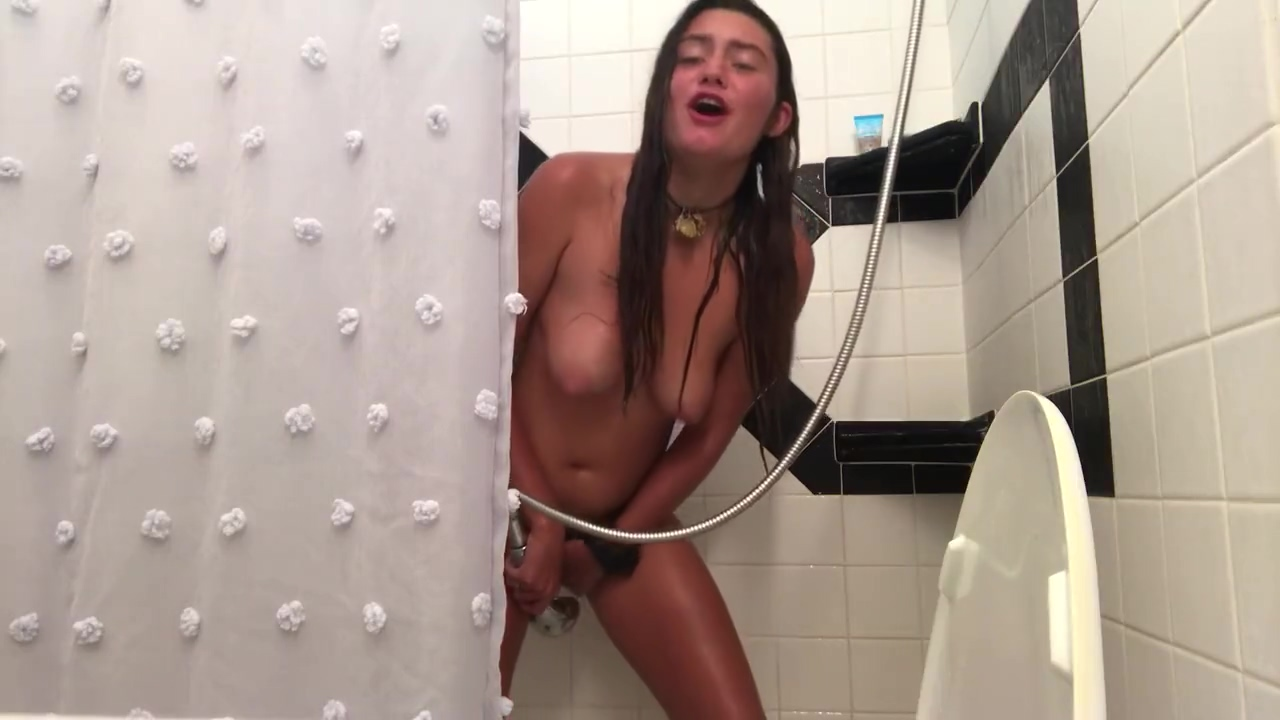 playing with the shower head Lesbian doctor squirt