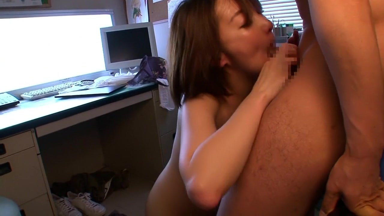 Nude 18+ Big amateur mature mother playing with herself