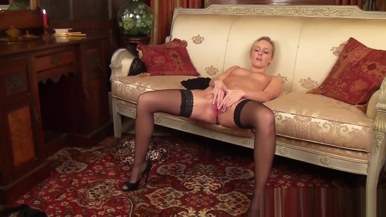 Sexy Mom Skye Taylor Gives Blowjob Cool Tender Step son adult sex video store