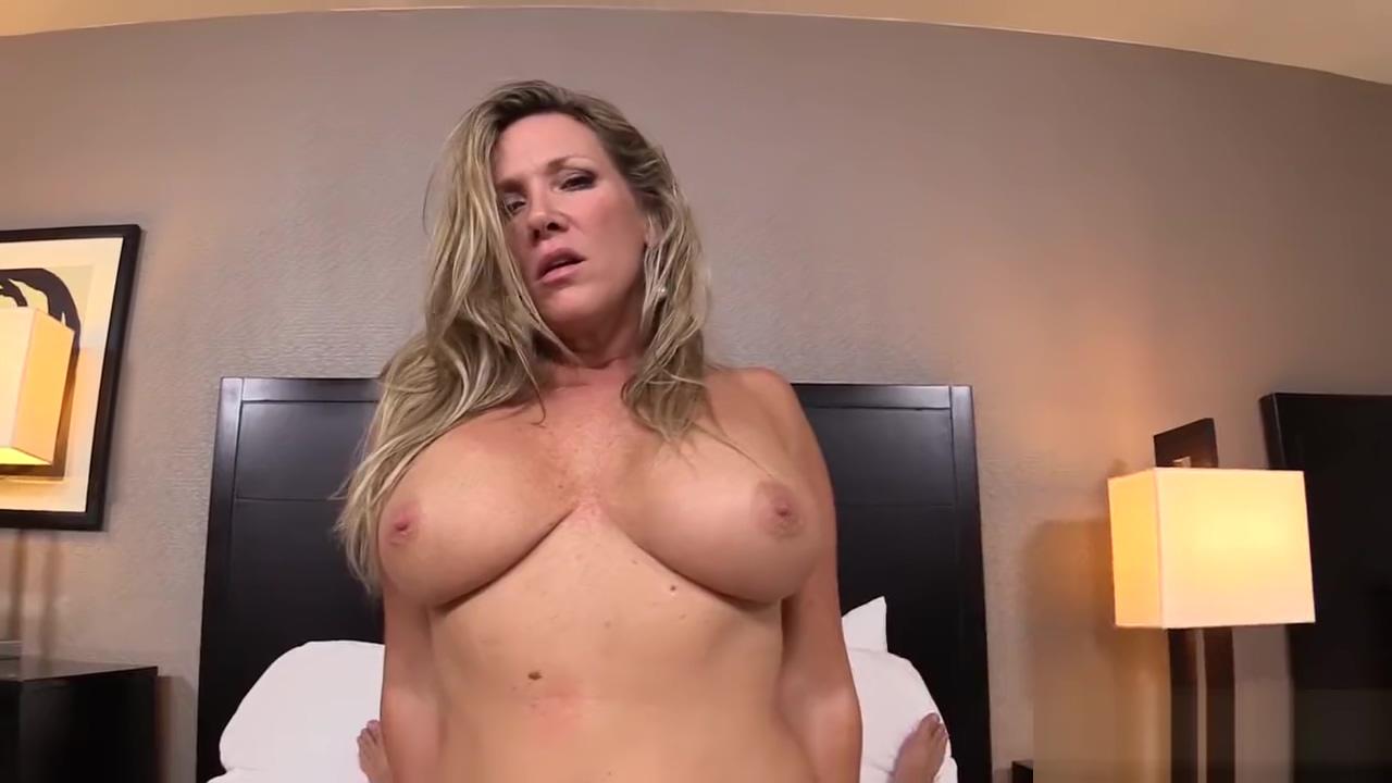 MomPov Kassie - Hot blonde Bonus E181 Brunette milf mom