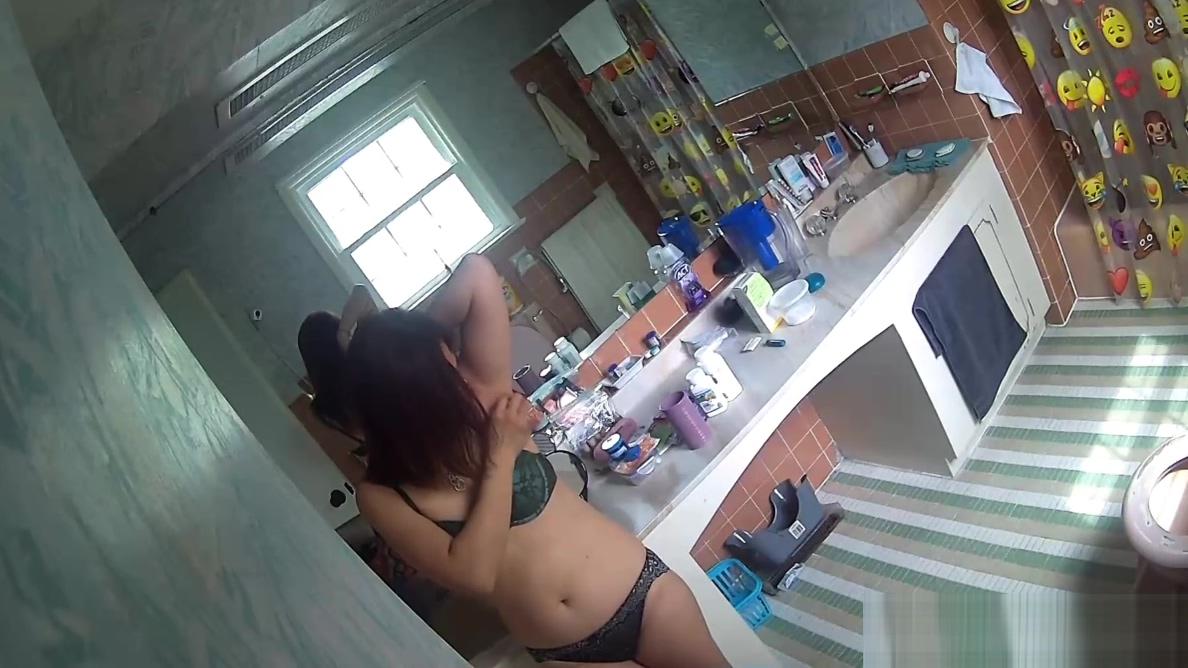 Sister gives another bathroom show Amir Elan Sexe