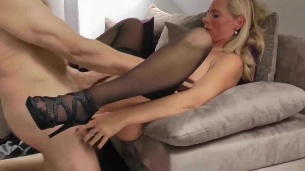 Adorable Divorced Wife Pleasing Her Boss To Get New Job Mature Bear Gay Tube