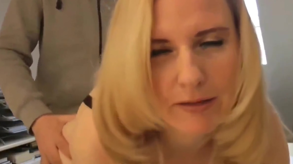 Fantastic Mature MILF with Perfect Body Loves Huge Creampie Ashley Page feels dildo and dick in anal
