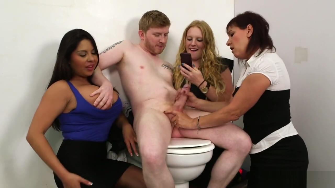 CFNM - toilet selfie Adult clip free streaming video