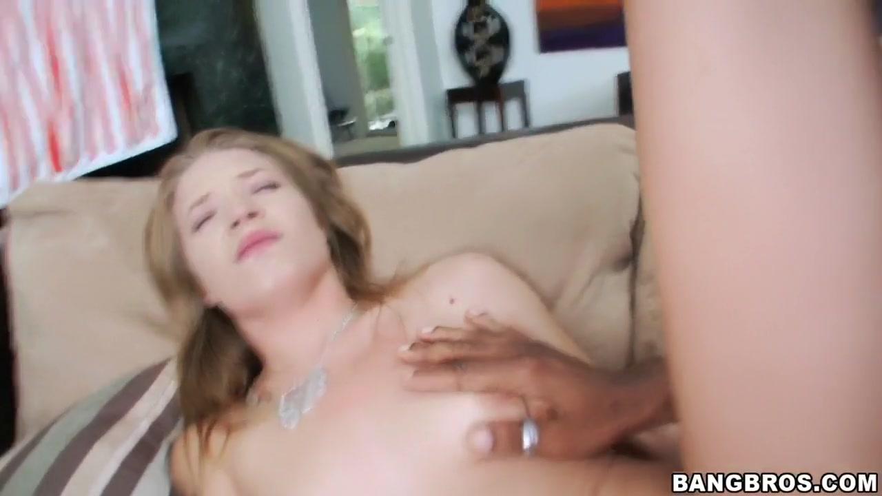 MILF Richelle Ryan gives nice blowjob in POV Naked xXx