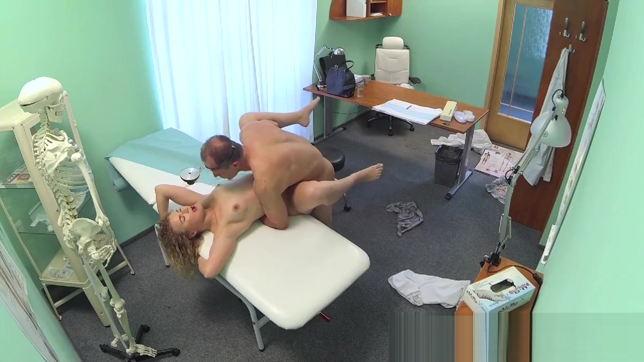 Fakehospital triple cumshot from doctor for his mistress Masculine bottom