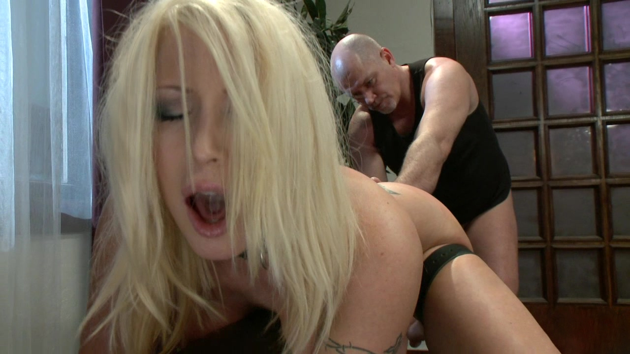 Submissive housewife gets fucked in the ass public sex movie com