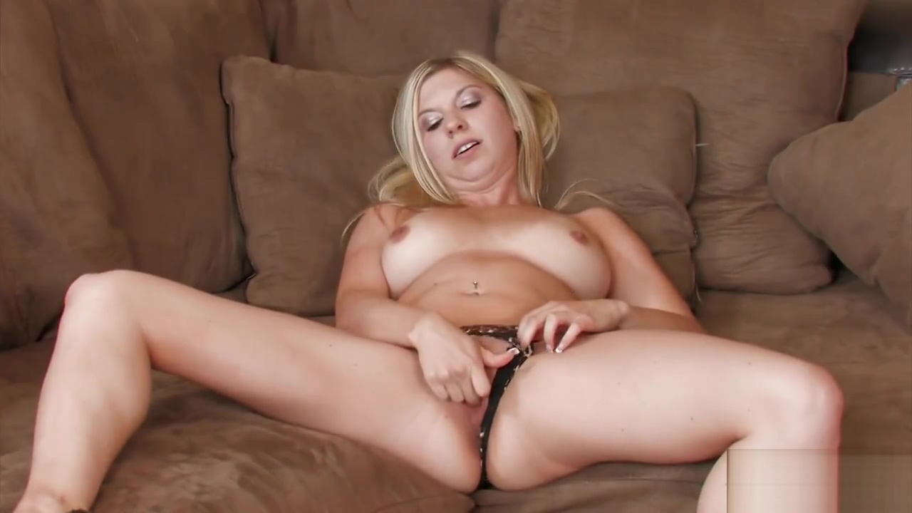 Cute blonde with nice tits masturbates anal sex with my drunk mom