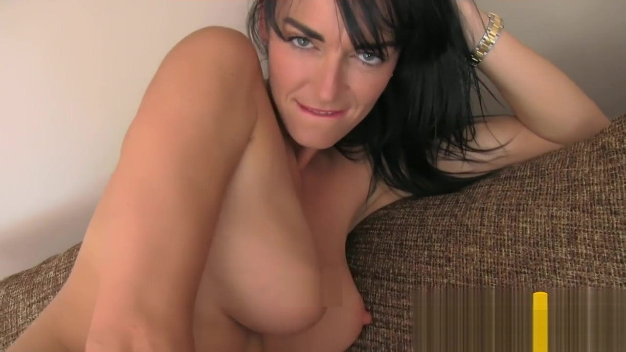 Misterfake slim and hot mumsy knows how to handle agents co