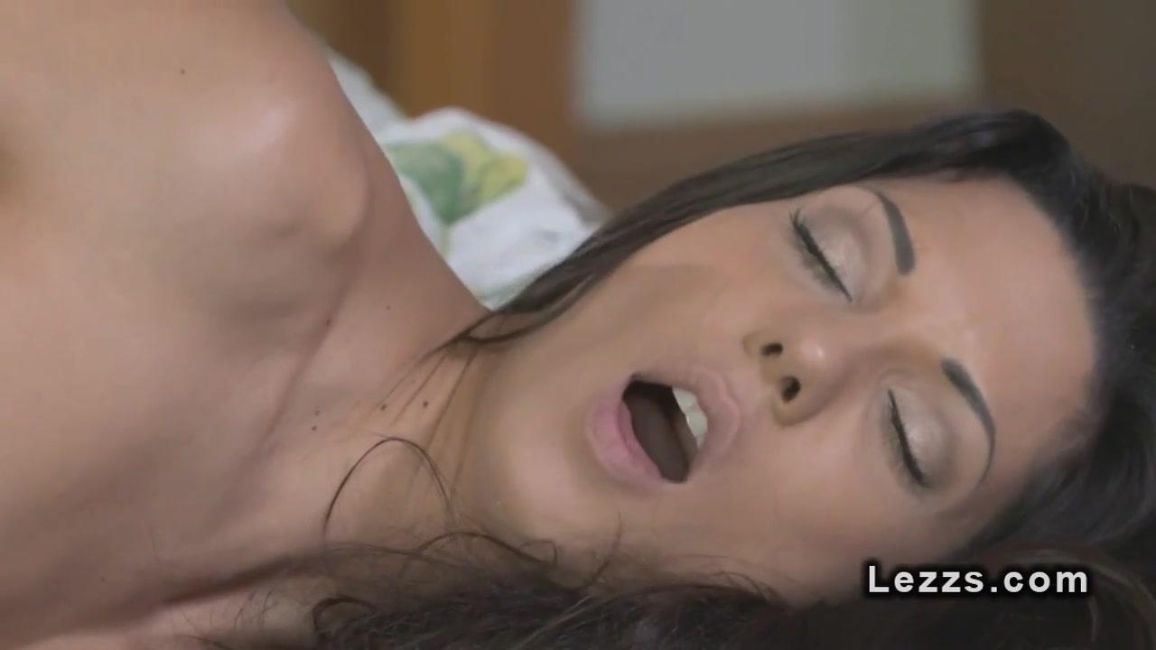 Sexy orgasam lesbians Smoking