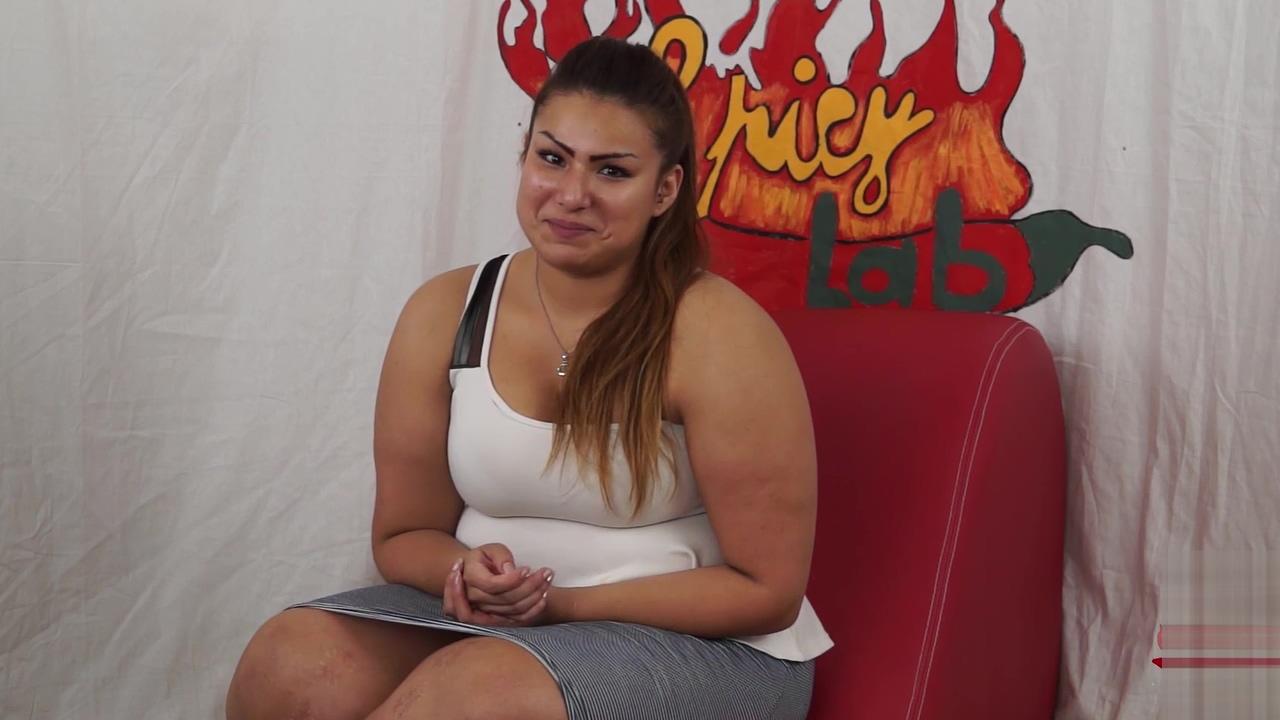 Casting a una ragazzina peruviana BBW di nome sharon. Un po di domande poi inizia a masturbarsi (parte prima). Nella seconda parte Capitano Eric le far&agrave_ conoscere la potenza del porno Wide hips afro caribbean milf